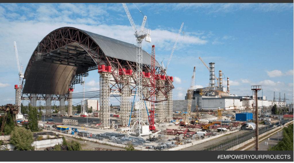 Grâce au travail de 10000 personnes, dont nos équipes, la centrale nucléaire Tchernobyl accidentée est désormais confinée !